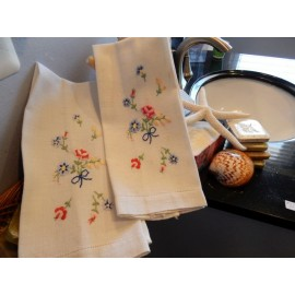 Bouquet Embroidery Hand Towel