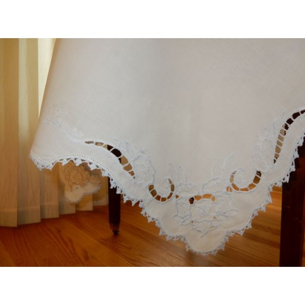 Crocheted Edge with Centerpiece Medium Tablecloth